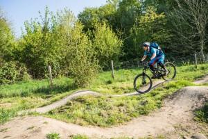 """Mit einer flüssigen Bewegung das Bike in Senke pushen (Stichwort """"heavy"""")."""