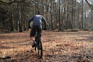 Eine Kurbelumdrehung nach vorne pedalieren!